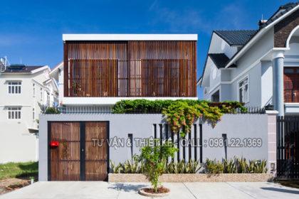 Mẫu nhà phố 2 tầng hiện đại với lam chắn nắng thông minh - Kiến trúc mặt tiền vào ban ngày