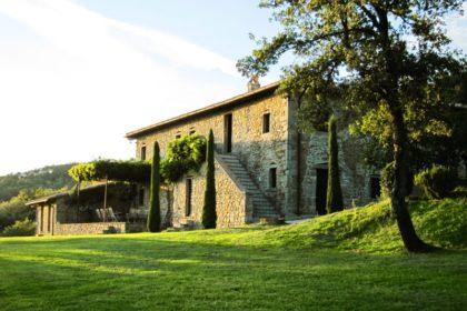 Căn biệt thự 2 tầng phong cách Trung Cổ tại Umbria Italy - 01