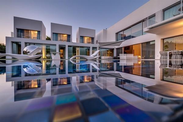 Choáng ngợp với căn biệt thự hiện đại 2 tầng như trong phim viễn tưởng Hollywood - Không gian kiến trúc 02