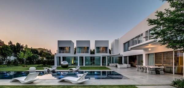 Choáng ngợp với căn biệt thự hiện đại 2 tầng như trong phim viễn tưởng Hollywood - Không gian kiến trúc 03