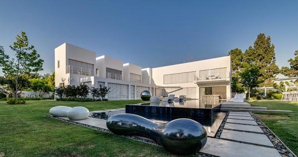 Choáng ngợp với căn biệt thự hiện đại 2 tầng như trong phim viễn tưởng Hollywood - Không gian kiến trúc 01