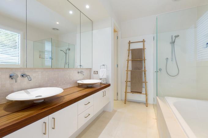 Mẫu biệt thự 2 tầng 13,7x14m hiện đại tại sườn đồi - Không gian nội thất phòng tắm+wc