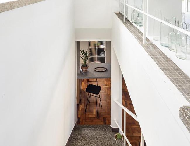 Mẫu biệt thự đẹp 2 tầng - Cầu thang tiết kiệm diện tích