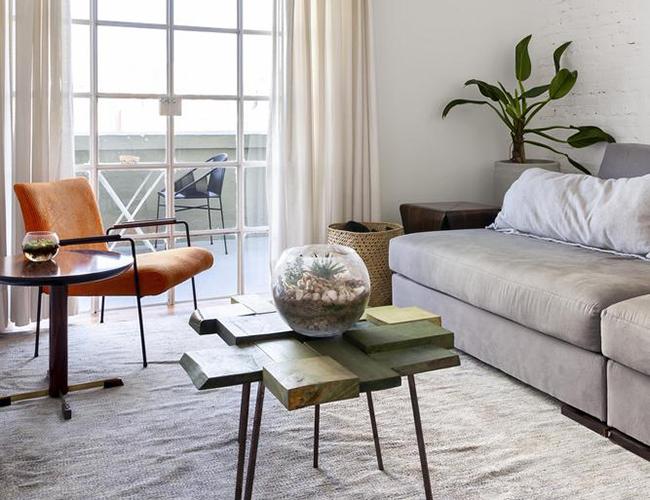 Mẫu biệt thự đẹp 2 tầng - Sử dụng rèm phòng khách nhẹ nhàng tạo nên đẳng cấp